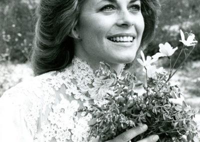 1979-TwoWorldsOfJennieLogan
